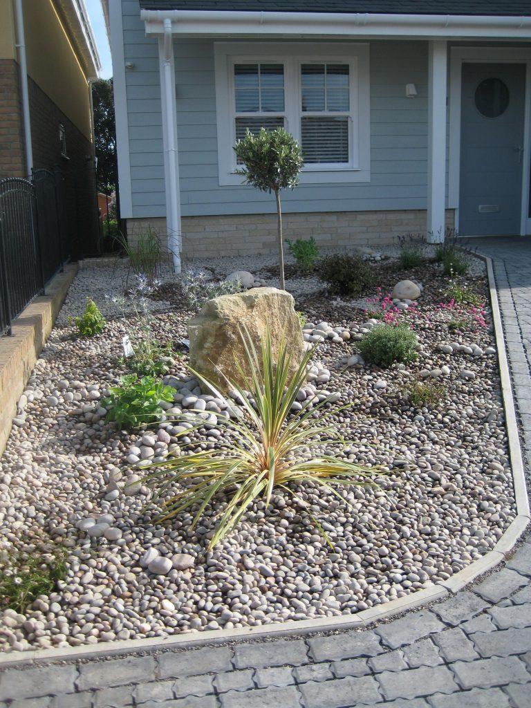 Low maintenance gardens dorset bournemouth garden for Garden design bournemouth